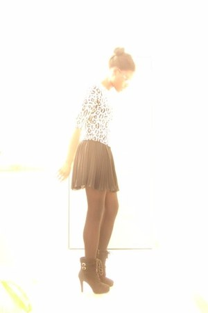 black Buckle boots - black Generic tights - black Pleated skirt - leopard top