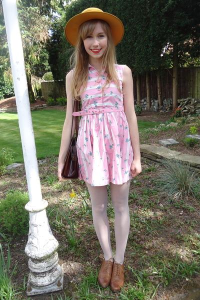 pink floral vintage dress - mustard thrifted hat - dark brown thrifted bag