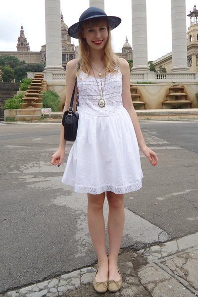 vintage dress - thrifted vintage hat - vintage necklace - new look pumps