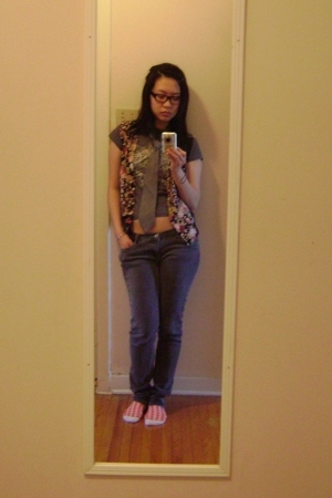 moms vest - le chateau tie - Urban Behaviour jeans - thrifted t-shirt - ardenes