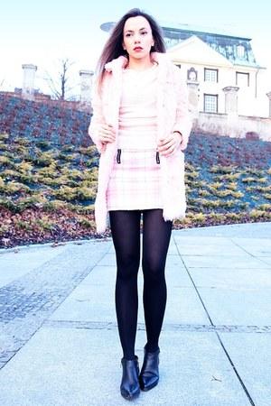 light pink faux fur coat style moi coat - light pink tartan pink style moi skirt