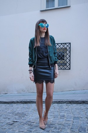 dark green DressLink jacket - green DressLink sunglasses