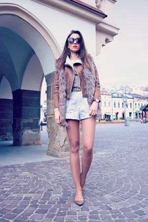 tan faux fur ZNU vest - brown Daniel Wellington watch