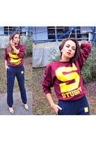 brick red Stussy sweatshirt