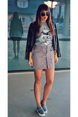 heather gray Stussy t-shirt