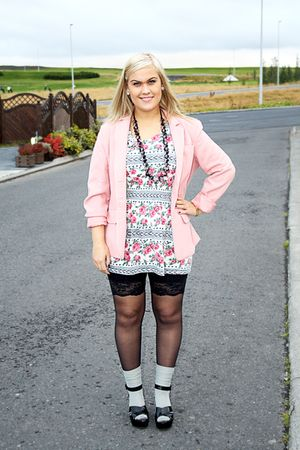 pink vintage blazer - white Topshop dress - black shoes - black GINA TRICOT legg