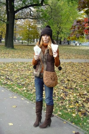 dark brown Deichmann boots - c&a jeans - dark brown c&a hat