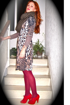 brown H&M scarf - brown Pili & MIli dress - red Topshop shoes - Calzedonia tight