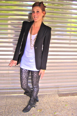 Zara blazer - t-shirt - Pili &amp; MIli necklace - Pili &amp; MIli leggings - Zara boots
