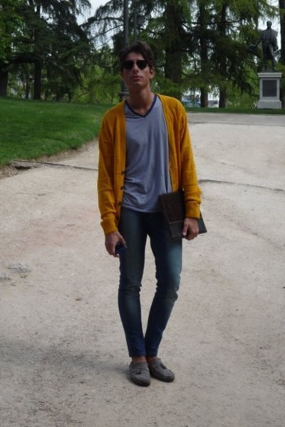 blue Mango t-shirt - gold H&M cardigan - Zara jeans - silver Zara shoes - rayban