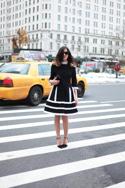 black fiocchetti Dsquared2 heels - black rouge Moschino dress