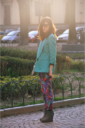 aquamarine long phonz says black jacket - hot pink hight waisted DrDenim pants -