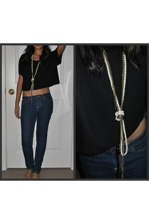 black H&M top - navy Forever 21 leggings - ivory love couture necklace