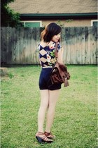 dark brown vintage backpack bag - navy floral Motel top - gold random belt