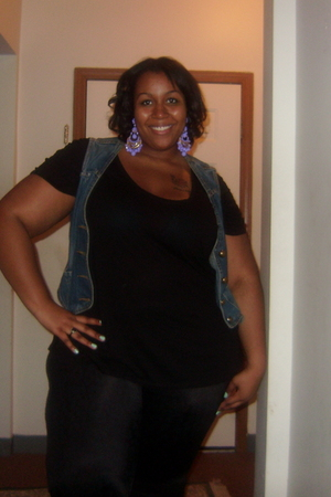 black Old Navy shirt - blue Old Navy vest - black torrid leggings - black torrid