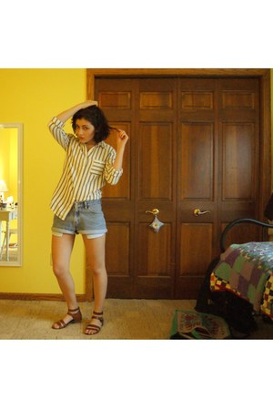off white JCrew shirt - light blue levis vintage shorts - brown JCrew sandals