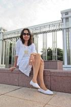 white crochet dress Zara dress - black coach sunglasses