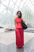 ruby red maxi skirt Zara skirt - black tote bag tory burch bag