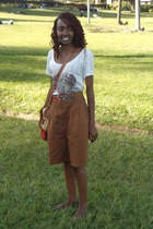 shorts - satchel bag - kenyan beaded bracelet - graphic top - flats