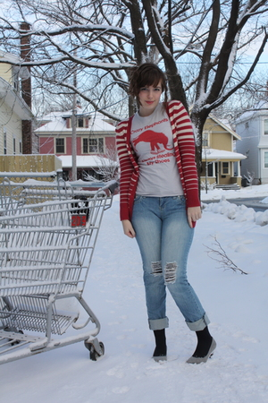 gray modcloth t-shirt - gray Aldo shoes - blue delias jeans