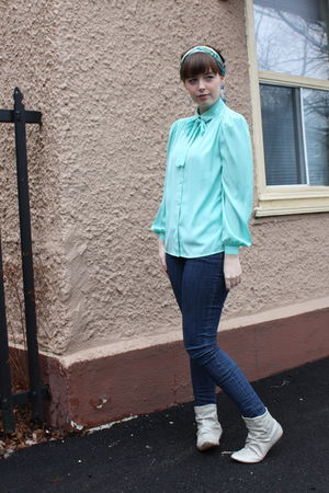 green vintage shirt - blue jeans - white Primark boots - blue scarf