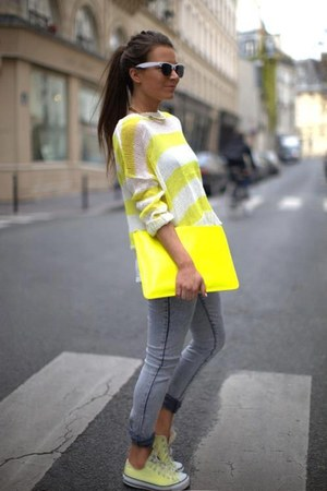 heather gray jeans - light yellow blouse