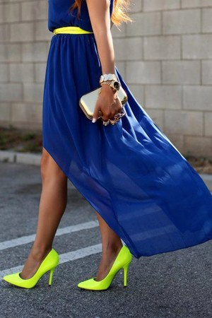 blue dress - light yellow neon shoes