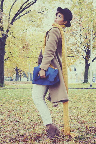 blue suede Zara bag - camel wool seconhand coat - black wool Secondhand hat