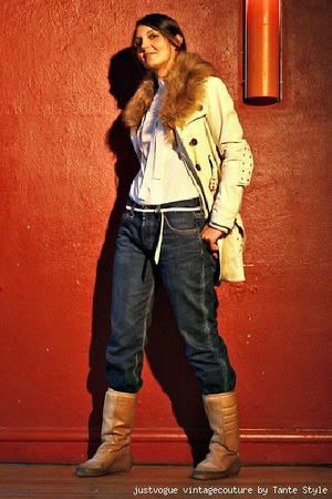 Vero Moda leather jacket - boyfriends Lee jeans - Vintage 70s ancle boots