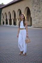 white wolftress jumper