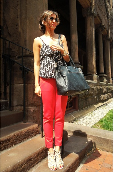 red red ankle pants LuLus pants - black handbag just fab bag