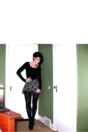 black vintage sweater - black Forever 21 skirt - black HUE tights - black Zigi S