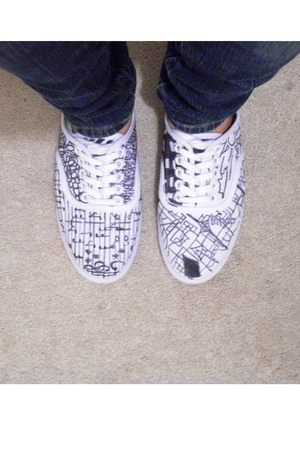 white mossimo supply co shoes