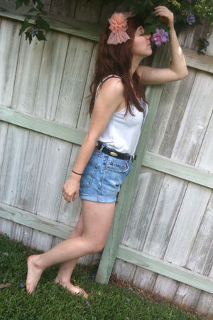 blue vintage shorts - gray Gap top - black vintage belt - beige Forever 21 acces