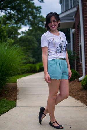 white Dressing On The Side shirt - aquamarine everly shorts