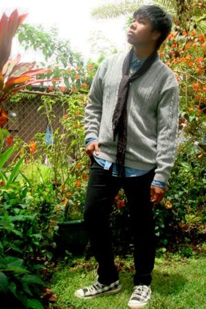 gray Townsend & Lake sweater - blue Tommy Hilfiger shirt - black Social Collisio