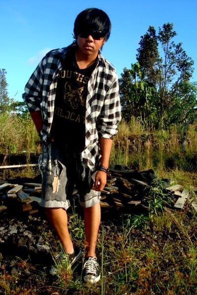 black canyon river blues t-shirt - white No Retreat shirt - gray shorts - black