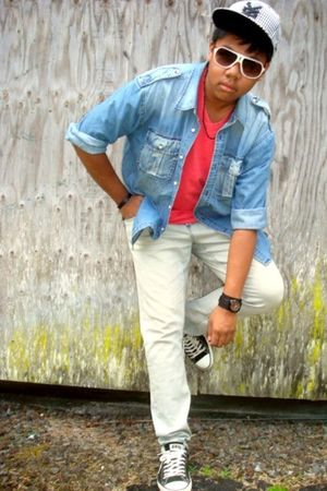 red ae t-shirt - blue Tommy Hilfiger shirt - gray Social Collisions jeans - whit