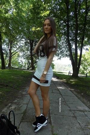 off white walktrendy dress