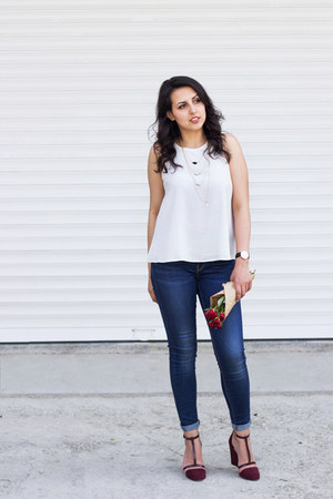 black Daniel Wellington watch - navy Zara jeans - crimson Stradivarius sandals