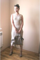 ivory vintage dress - beige bag - beige pumps