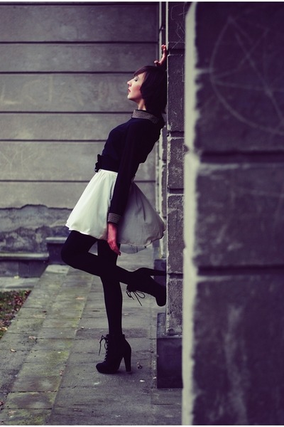neutral DIY skirt - black  blouse