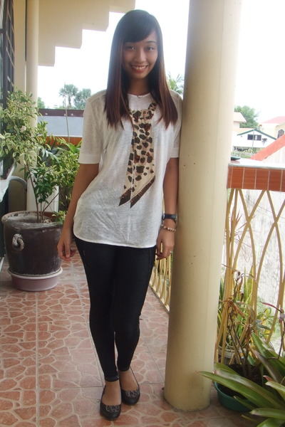 Blouse with Leggings and Flats