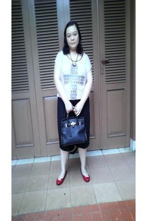 cream top Local store blouse - black handbag Hermes bag