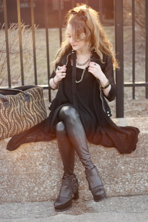black Urban boots - black shiny black Lush leggings - tan carpet bag bag 4513a2fea70cd