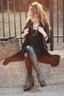 Black-urban-boots-black-shiny-black-lush-leggings-tan-carpet-bag-bag
