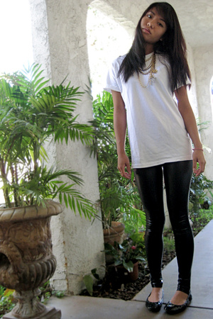 Hanes t-shirt - Ebay pants - Jessica Simpson shoes - Urban Outfitters necklace