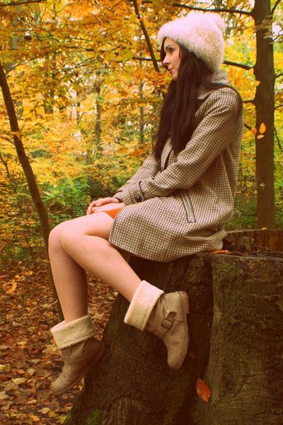 cream faux fur vintage hat - tan ShuShu boots - light brown H&M coat