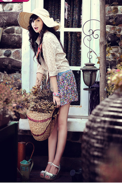 eggshell hole blouse - eggshell hat - scarf - floral skirt - black top