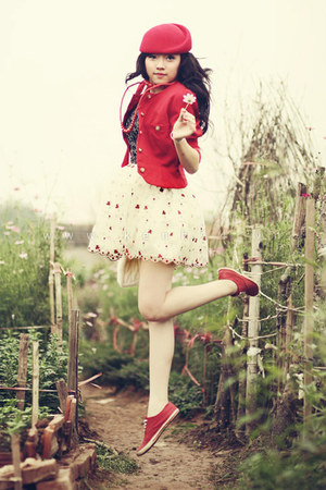 red beret hat - ivory floral dress dress - red blazer - red sneakers